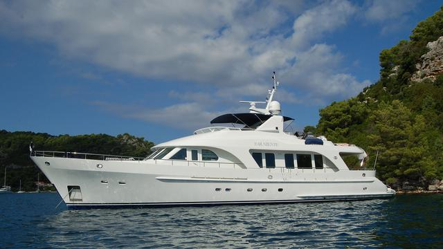 Moonen motor yacht Far Niente listed for sale